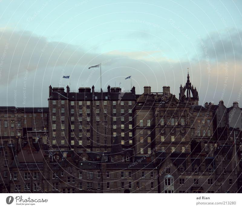 Über den Dächern von Schottland Himmel Haus Wand grau Mauer trist Skyline historisch Stadt Stadtteil Altstadt Schottland Häuserzeile Edinburgh