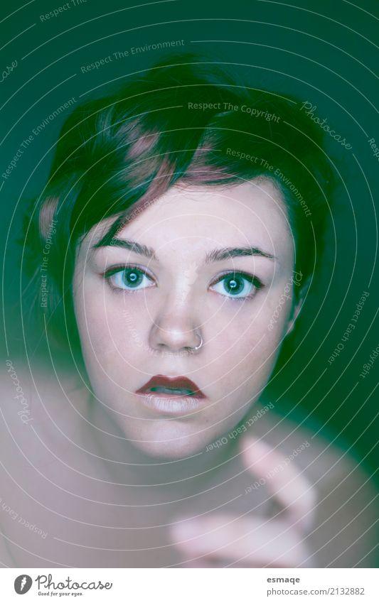 Portrait Mädchen Fantasie Frau Jugendliche Junge Frau Erwachsene Auge feminin Haut gefährlich Hilfsbereitschaft Schmuck Hilferuf Aggression Phantasie