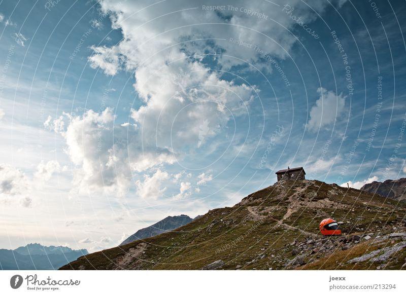 Safety first Natur Himmel Wolken Alpen Berge u. Gebirge Helm hoch blau braun Fernweh Einsamkeit Freizeit & Hobby Idylle ruhig Sicherheit Hütte Berghütte