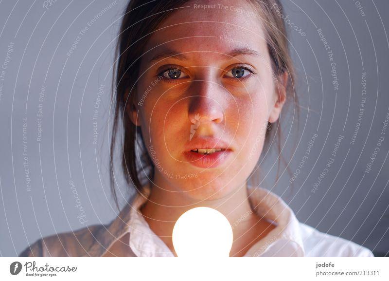 Mein Licht II Frau Mensch Jugendliche Gesicht ruhig Lampe feminin Wärme hell Beleuchtung Erwachsene Energie Hoffnung Sicherheit Schutz Vertrauen