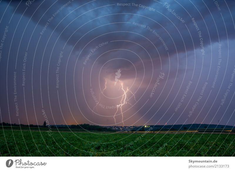 Zentral Gewitter Blitz und Donner Umwelt Natur Landschaft Wolken Gewitterwolken Nachthimmel Sommer Herbst Klima Klimawandel Wetter Schönes Wetter