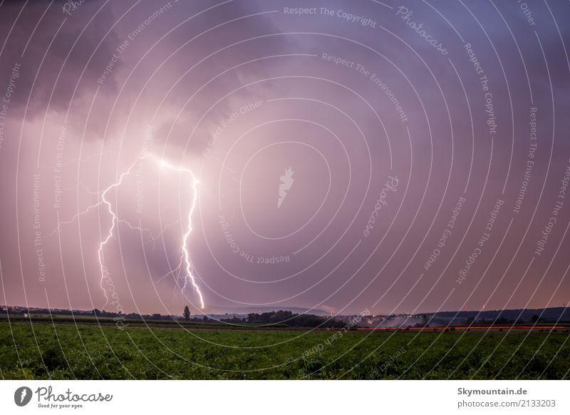 Unwetter Umwelt Natur Landschaft Wolken Gewitterwolken Sommer Herbst Klima Klimawandel Wetter Schönes Wetter schlechtes Wetter Wind Sturm Blitze Wiese Feld blau