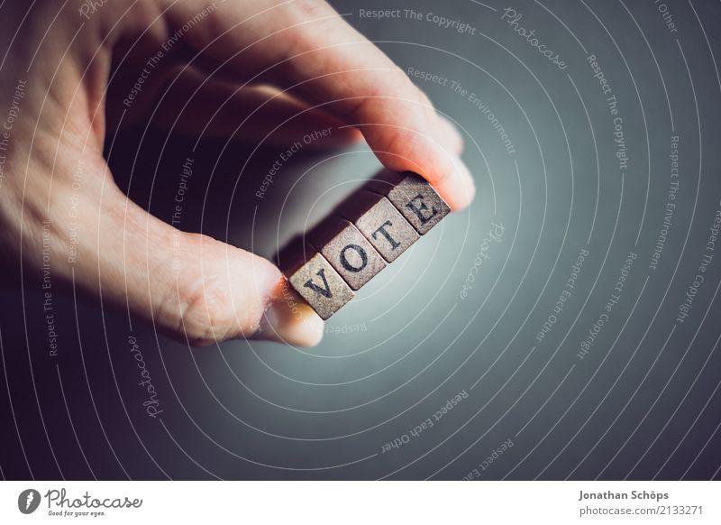 Vote Hand Stempel Holz Schriftzeichen wählen festhalten Entschlossenheit Text Wahlen Entscheidung unentschlossen Typographie Parteien wichtig entschieden