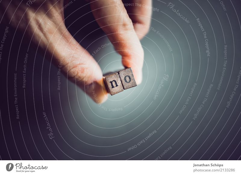 no Hand Holz Schriftzeichen festhalten Typographie Gesetze und Verordnungen wählen Text Englisch Stempel Entscheidung Ablehnung Wahlen Entschlossenheit