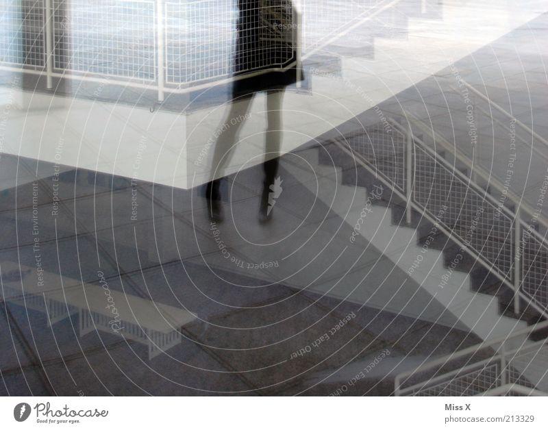 Long legs II Mensch feminin Junge Frau Jugendliche Beine Fuß 1 Haus Bauwerk Gebäude Architektur Treppe Fenster außergewöhnlich Spiegelbild lang dünn Verzerrung