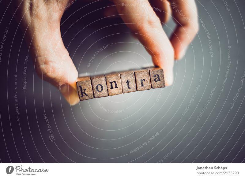 kontra Holz Schriftzeichen Typographie wählen Gesetze und Verordnungen Text gegen Stempel Englisch Entscheidung Wahlen Ablehnung Entschlossenheit demokratisch