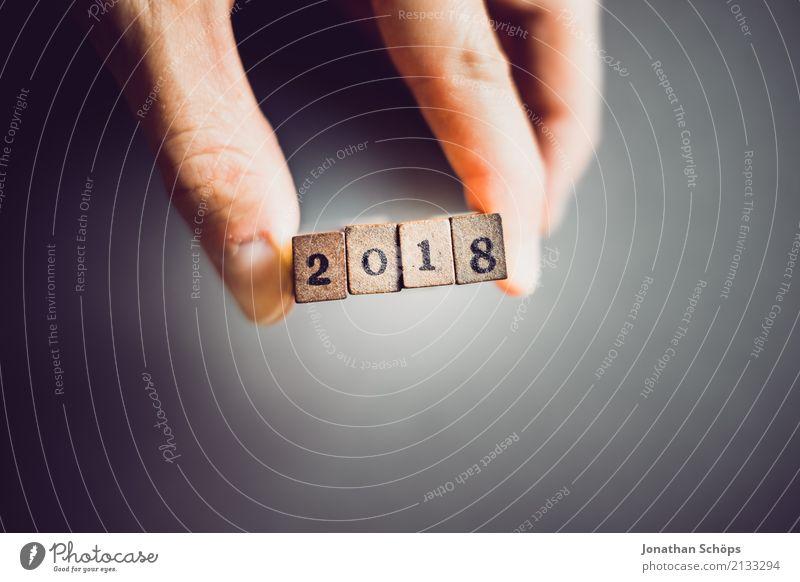 2018 Hand Holz Feste & Feiern Schriftzeichen Beginn Zukunft Ziffern & Zahlen Ziel festhalten neu Typographie Silvester u. Neujahr Text Stempel Entscheidung