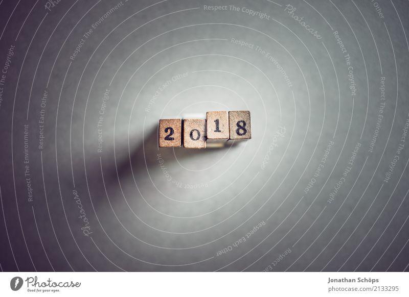 2018 Holz Feste & Feiern Schriftzeichen Beginn Zukunft Ziffern & Zahlen Ziel neu Typographie Silvester u. Neujahr Text Stempel Entscheidung Gegenwart Neuanfang