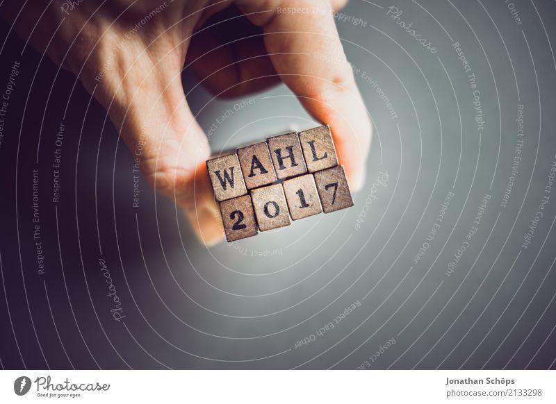 Wahl 2017 Entschlossenheit Text wählen Wahlen Entscheidung unentschlossen Wahlkampf Typographie Schriftzeichen Holz Stempel Parteien wichtig entschieden