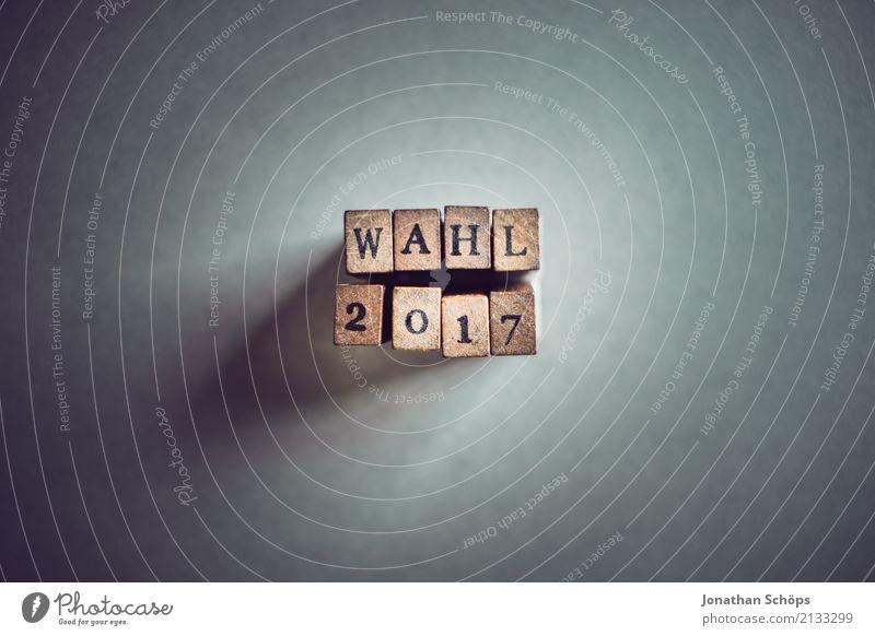 Wahl 2017 Hintergrundbild Holz Schriftzeichen Papier Medien Typographie Jahr Gesetze und Verordnungen Text wählen flach minimalistisch Stempel Entscheidung