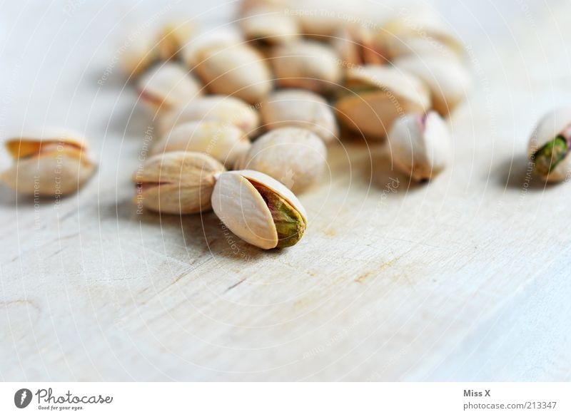 offen Ernährung Bioprodukte Vegetarische Ernährung klein lecker trocken Pistazie Kerne Nuss Nussschale Knabbereien salzig Farbfoto Gedeckte Farben