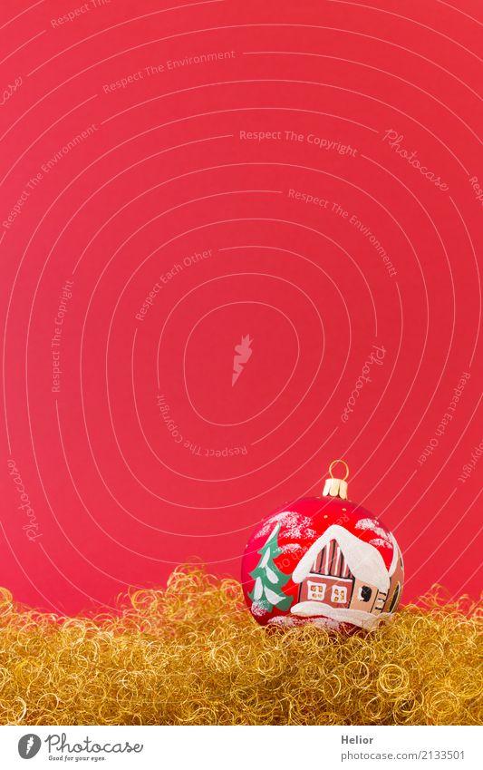 Rote Christbaumkugel auf goldenem Glitter Design Freude Feste & Feiern Weihnachten & Advent Glas Zeichen Ornament Kugel glänzend rund rot weiß Gefühle Vorfreude