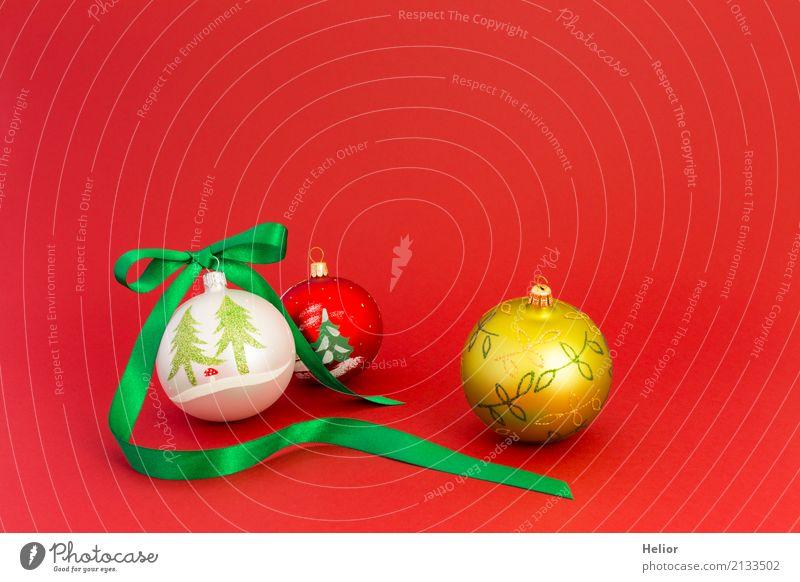 Weihnachtskugeln mit grünem Geschenkband Design Freude Feste & Feiern Weihnachten & Advent Glas Ornament Kugel Schnur Schleife glänzend rund rot weiß Vorfreude