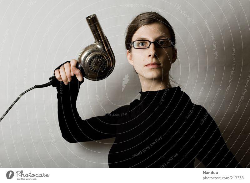 Ihre Haare sind nass. Mensch feminin 1 18-30 Jahre Jugendliche Erwachsene Brille Scheitel nerdig retro Klischee trashig verrückt Spießer Brillenträger
