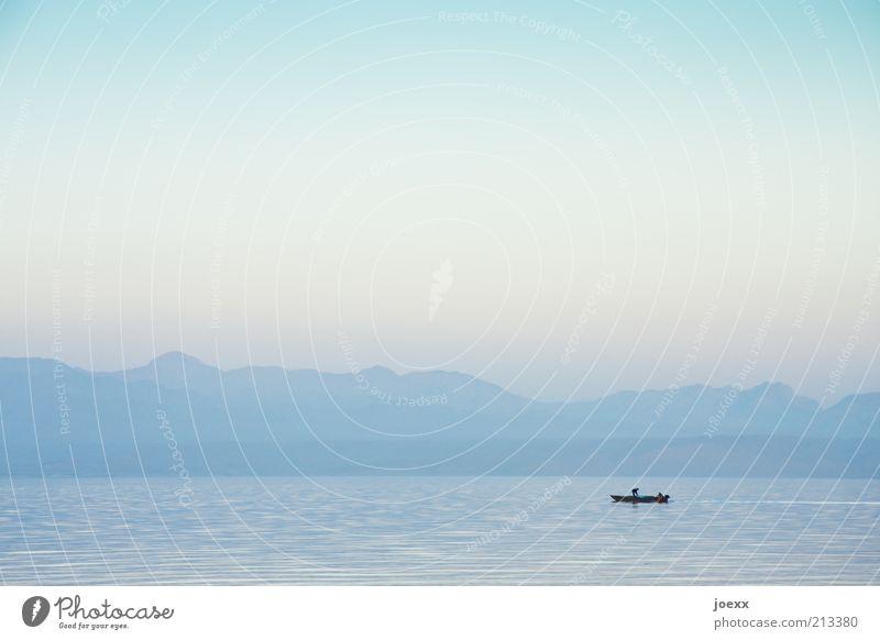 Stille Mensch Wasser Himmel Meer blau Sommer Ferien & Urlaub & Reisen ruhig Ferne Berge u. Gebirge Freiheit See Freizeit & Hobby beobachten Idylle Gelassenheit