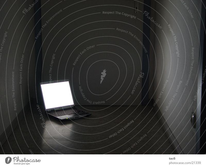 Laptop tiefer gelegt 2 weiß Lampe dunkel Arbeit & Erwerbstätigkeit Stil Computer Business Beleuchtung Technik & Technologie Notebook Bildschirm Mobilität glühen