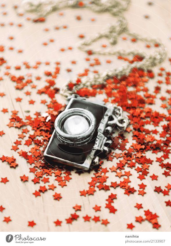 Dekorative Kamera Halskette mit vielen roten Glitzer Sternen Freizeit & Hobby Dekoration & Verzierung Souvenir Sammlerstück Fotokamera Fotografie Glitter Holz