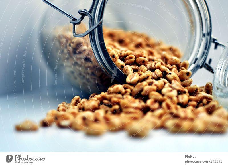 So ein Mist... blau gelb Ernährung Lebensmittel liegen süß Getreide Frühstück lecker chaotisch Haufen umfallen Vegetarische Ernährung Missgeschick entladen verteilen