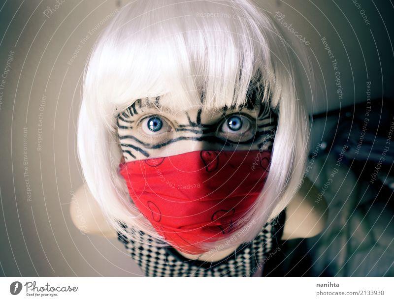 Junge Frau mit verrückten Blick Schminke Karneval Halloween Mensch feminin Jugendliche 1 18-30 Jahre Erwachsene Subkultur Kopftuch weißhaarig Perücke beobachten