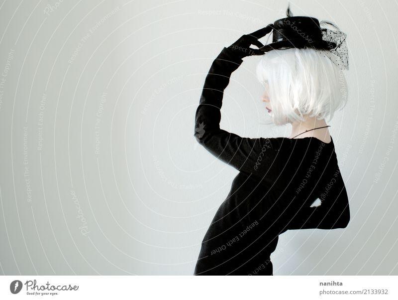 Mensch Jugendliche Junge Frau schön weiß Einsamkeit 18-30 Jahre schwarz Erwachsene feminin Stil Kunst Mode Design Zufriedenheit elegant