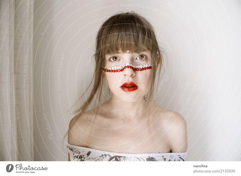 Junge blonde Frau mit kreativem bilden Stil schön Haare & Frisuren Haut Gesicht Schminke Lippenstift Karneval Mensch feminin Junge Frau Jugendliche 1