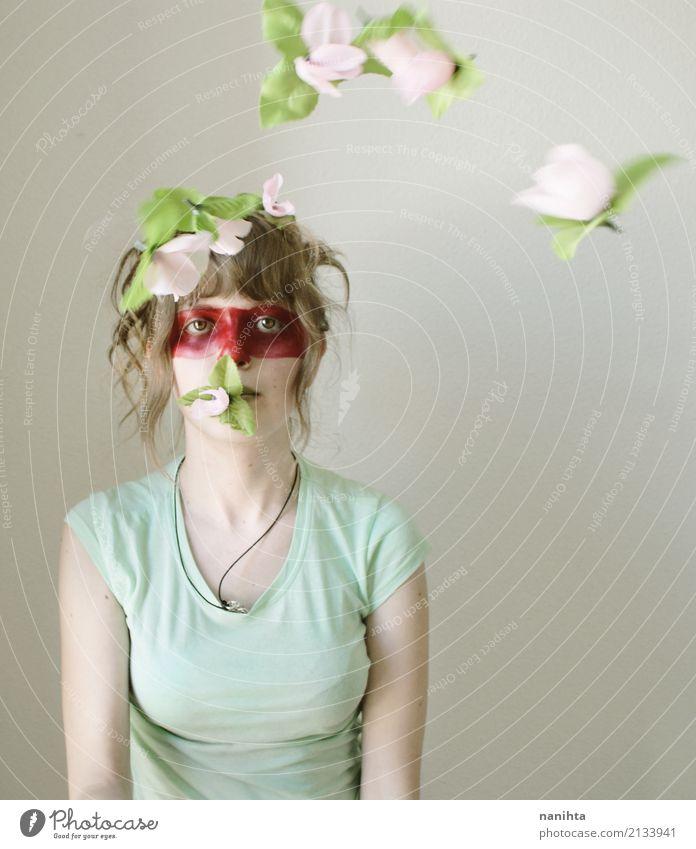 Kreatives Portrait einer jungen Frau und der Fliegenblumen Mensch Jugendliche grün Junger Mann Blume rot 18-30 Jahre Gesicht Erwachsene feminin Kunst