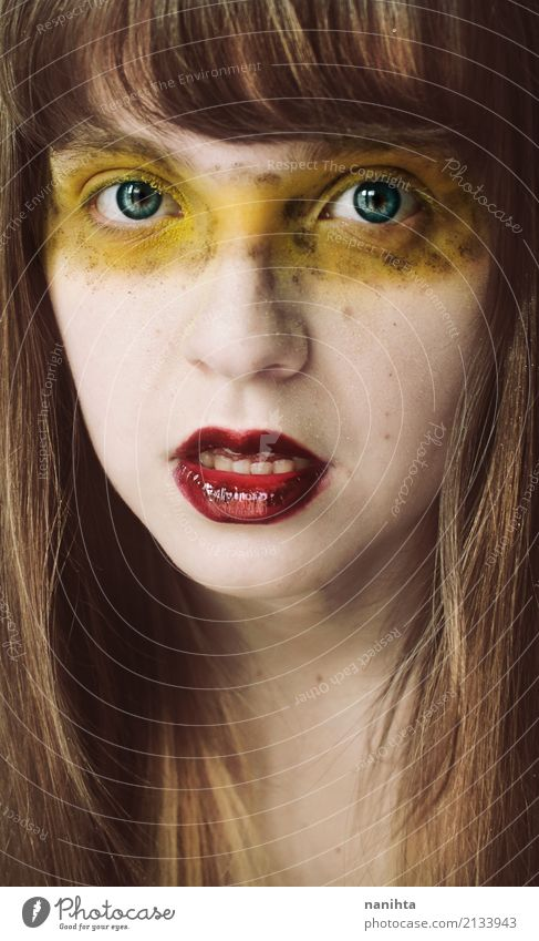 Junge blonde Frau mit exotischem bilden Mensch Jugendliche Junge Frau Farbe schön 18-30 Jahre Gesicht Erwachsene Auge gelb feminin Stil Haare & Frisuren Mode