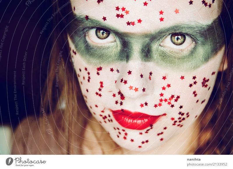 Junge Frau mit einem kreativen und Fantasie bilden Mensch Jugendliche schön grün weiß rot 18-30 Jahre Erwachsene feminin Stil Kunst Feste & Feiern frisch