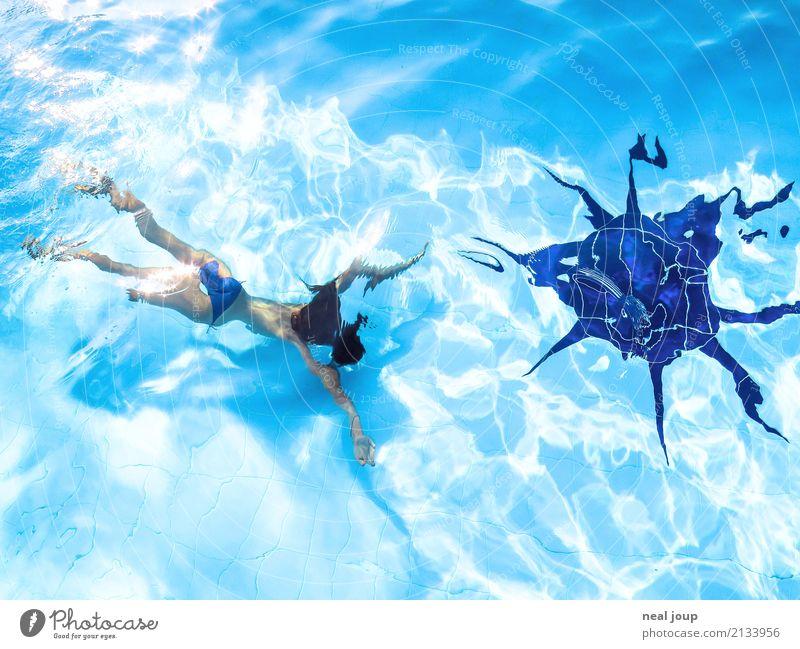 Junges Mädchen taucht im Swimming Pool Schwimmen & Baden feminin Kind Körper 8-13 Jahre Kindheit Schwimmbad Wasser Sonne tauchen exotisch frei Glück einzigartig