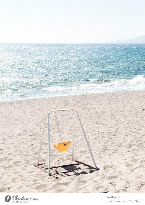 Spaß muss sein Kinderspiel Sommerurlaub Küste Strand Meer Kreta Menschenleer Spielzeug Schaukel Spielen Traurigkeit warten blau gelb Einsamkeit Freizeit & Hobby