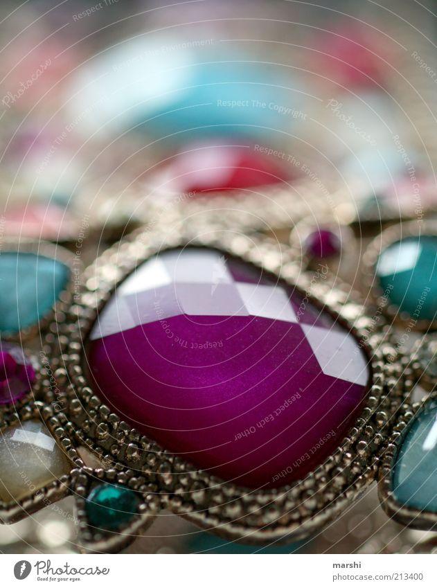 Schmuckstück alt glänzend Glas elegant violett eckig Accessoire Mineralien Kunsthandwerk Edelstein Armreif Modeschmuck geschliffen Lieblingsstück