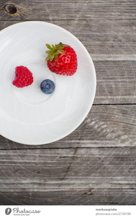 Beeren Teller Gesunde Ernährung Haus Essen Leben Lifestyle Gesundheit Garten Lebensmittel Frucht genießen süß Fitness Bioprodukte Frühstück