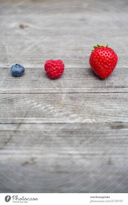 Beeren Dreierlei Lebensmittel Frucht Erdbeeren Himbeeren Blaubeeren Ernährung Essen Frühstück Mittagessen Picknick Bioprodukte Vegetarische Ernährung Diät