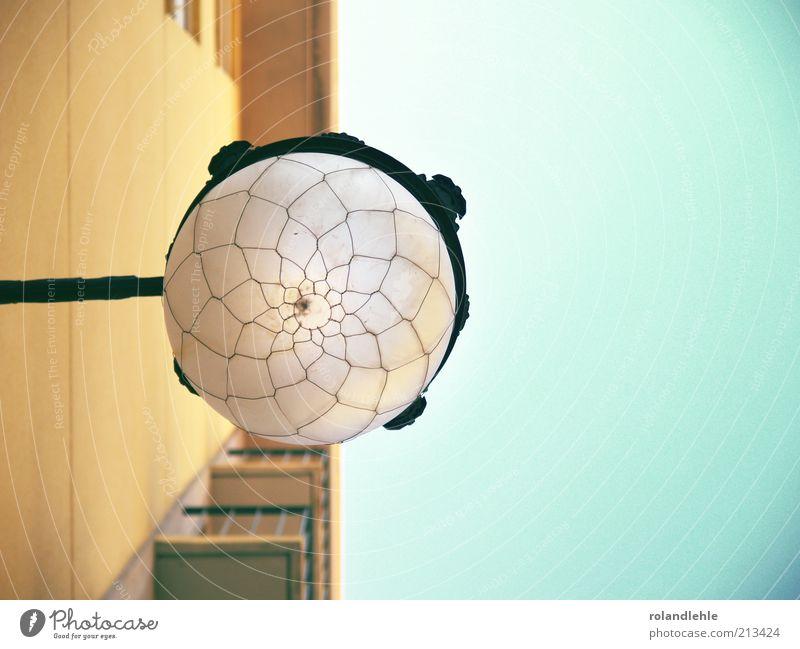 Erleuchtung alt blau braun Hochhaus Bauwerk Balkon Straßenbeleuchtung Lampenschirm Valencia