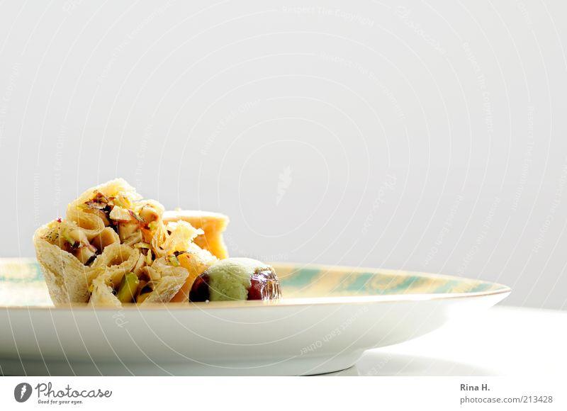Orientalische Köstlichkeiten Ernährung hell süß Lebensfreude lecker genießen Teller Backwaren Schwäche Teigwaren Nuss Honig Frucht Gerechtigkeit Datteln