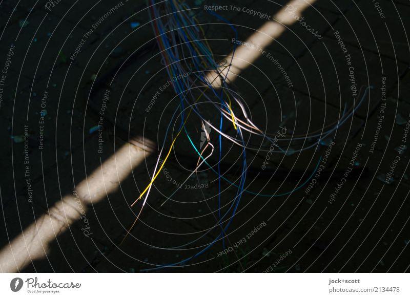 Lichtkabel Stadt ruhig dunkel Zeit Linie Metall Perspektive Vergänglichkeit einfach Vergangenheit Kabel viele Netzwerk Kunststoff dünn Sammlung