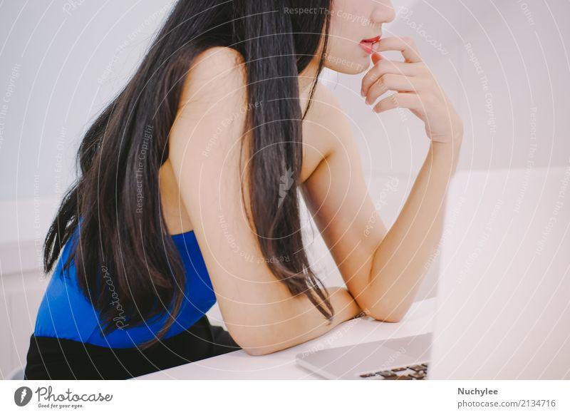 Frau Mensch schön weiß Hand Erotik Erwachsene Lifestyle Stil Business Mode Denken Arbeit & Erwerbstätigkeit Büro hell modern