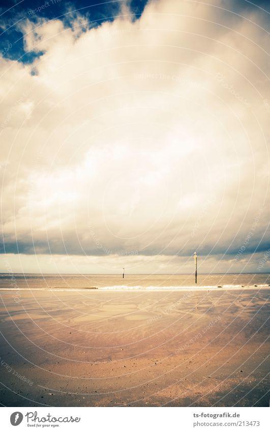 Gegen die Wolkenwand Ferien & Urlaub & Reisen Tourismus Sommerurlaub Strand Meer Umwelt Natur Landschaft Urelemente Sand Luft Wasser Himmel Gewitterwolken