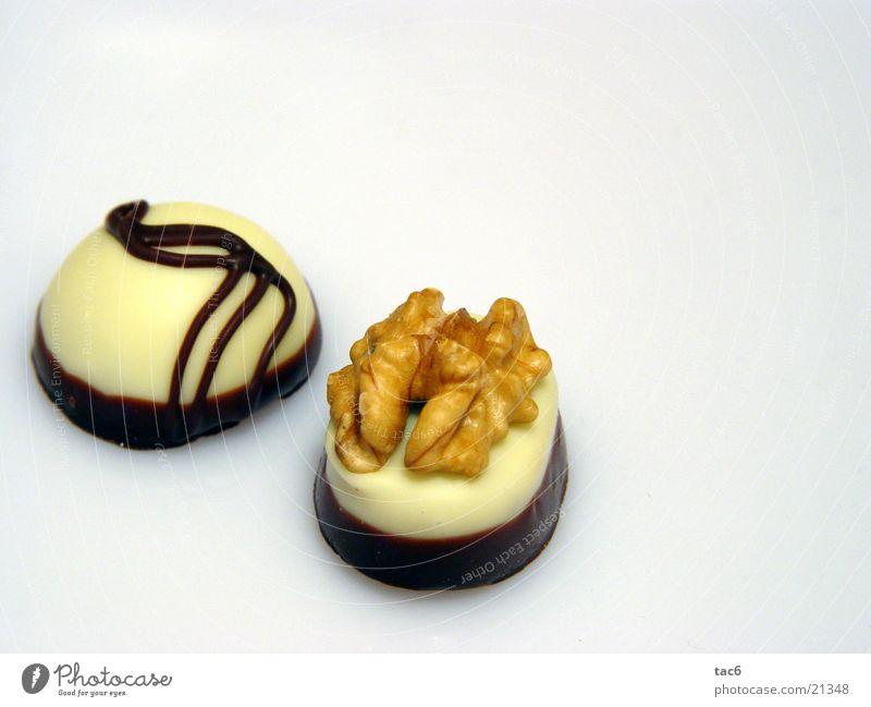 Praliné süß Nuss lecker rund Schokolade fein Ernährung Pralinés Konfekt