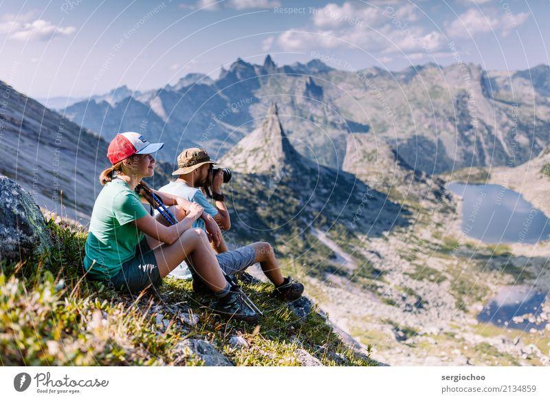 Ein paar Trekker. Natur Ferien & Urlaub & Reisen Landschaft ruhig Freude Berge u. Gebirge Bewegung Felsen Zusammensein Freundschaft Horizont Erfolg genießen