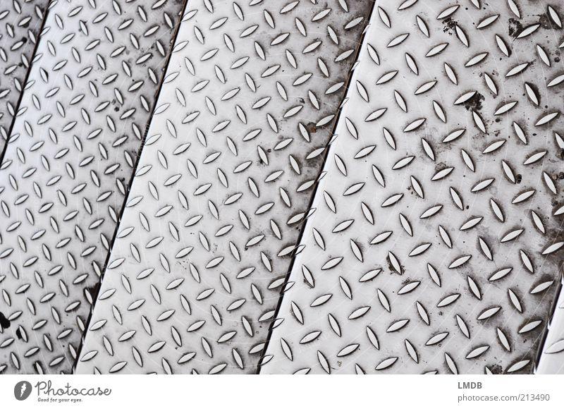 /\ V /\ V /\ V /\ V /\ V /\ V grau Metall dreckig Hintergrundbild Treppe Boden Baustelle Streifen silber diagonal Blech Aluminium parallel schmal