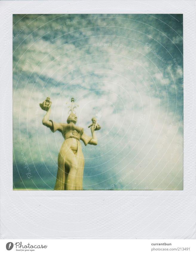Ingrid Bergman blau Wolken Einsamkeit Stein ästhetisch Statue Skulptur Figur Blauer Himmel Europa Polaroid Baden-Württemberg Konstanz blau-weiß