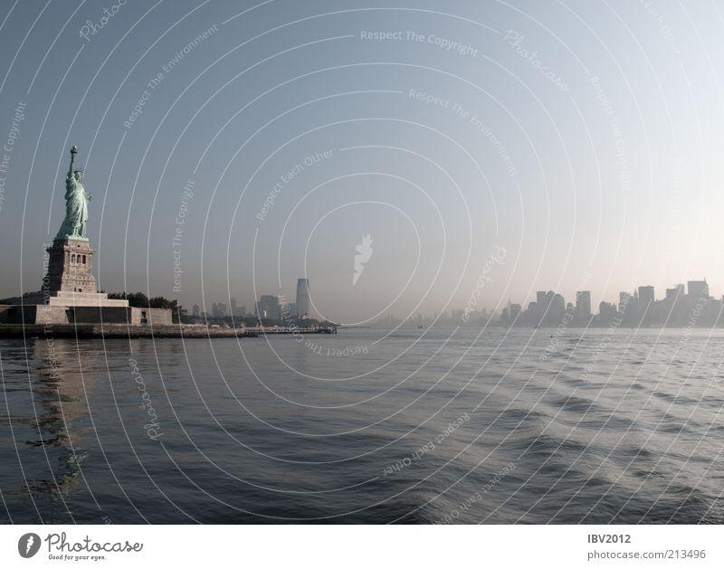 beeing an early bird Wasser Himmel Stadt Ferien & Urlaub & Reisen Freiheit Hochhaus Tourismus USA Skyline Amerika Wahrzeichen New York City Sehenswürdigkeit