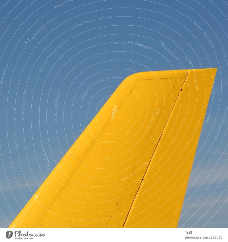 airmail blau gelb Flugzeug groß Verkehr Industrie Luftverkehr Technik & Technologie Güterverkehr & Logistik Dienstleistungsgewerbe Verkehrswege Post Wirtschaft Handel Blauer Himmel Verkehrsmittel
