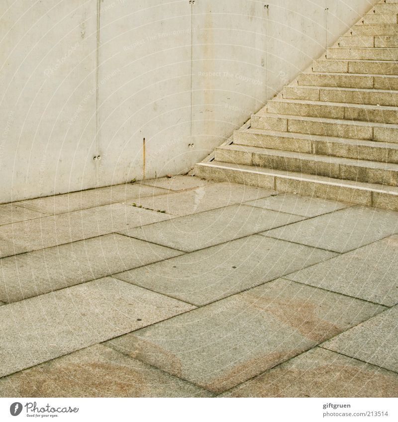 dreierlei Stadt Menschenleer Bauwerk Gebäude Architektur Mauer Wand Treppe Boden Bodenbelag Beton Betonwand Steinboden modern steril Strukturen & Formen
