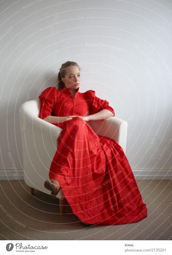 . Mensch Frau schön Ferne Erwachsene feminin Zeit Denken träumen Raum elegant blond sitzen warten beobachten Coolness