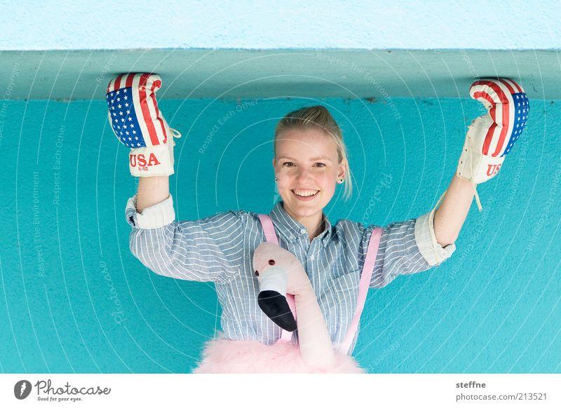 Frauenboxen Mensch Jugendliche Sport feminin Wand lustig blond Erwachsene Fassade USA Porträt Karneval Fitness Hemd Sport-Training