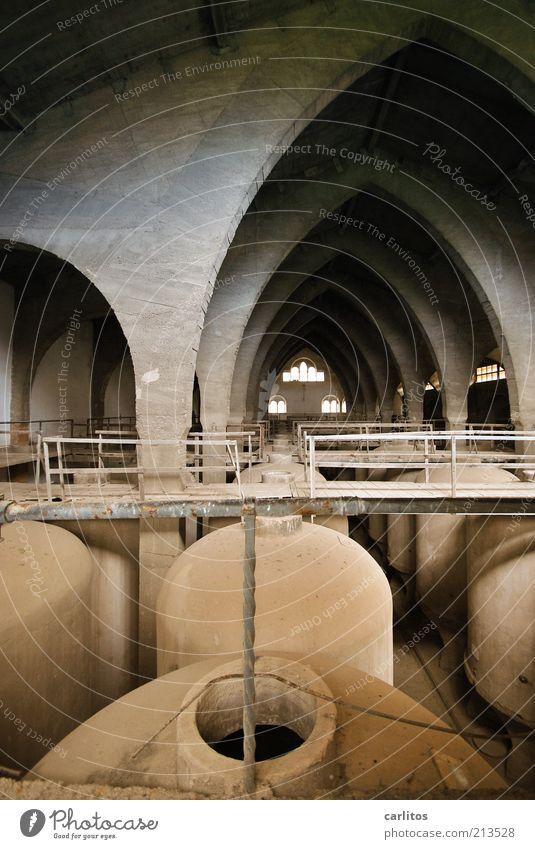 Es Sindicat III alt Wand grau Mauer braun elegant ästhetisch retro rund Fabrik Vergänglichkeit außergewöhnlich Verfall Vergangenheit Bauwerk