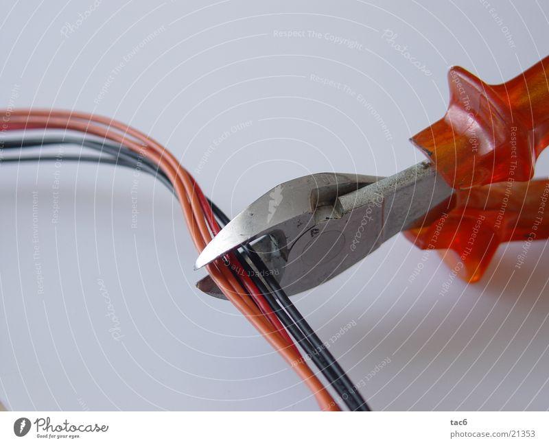 Bombe entschärfen? Zange Werkzeug Arbeit & Erwerbstätigkeit Elektrisches Gerät Dinge Kabel Makroaufnahme Nahaufnahme Elektronik Technik & Technologie