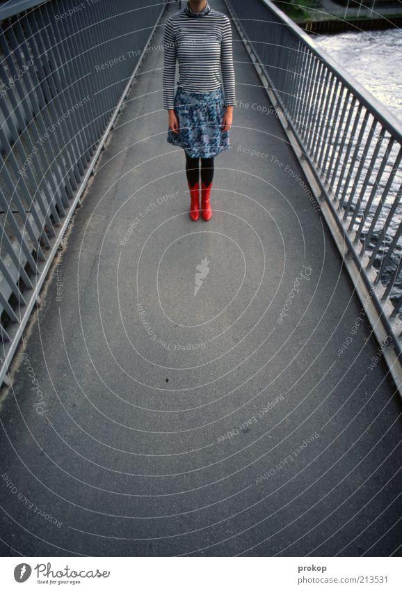 Rote Stiefel machen eine Ansage Frau Mensch Jugendliche schön rot schwarz Erwachsene Einsamkeit feminin grau Wege & Pfade Mode warten modern Brücke